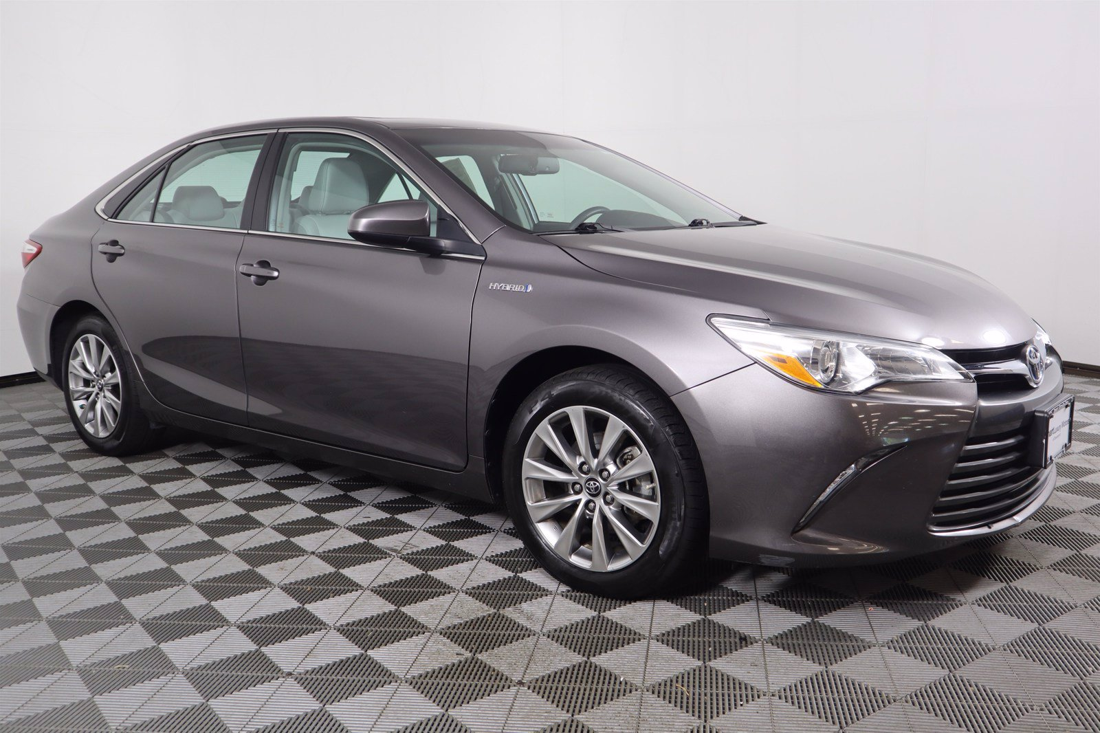 Pre-Owned 2016 Toyota Camry Hybrid XLE